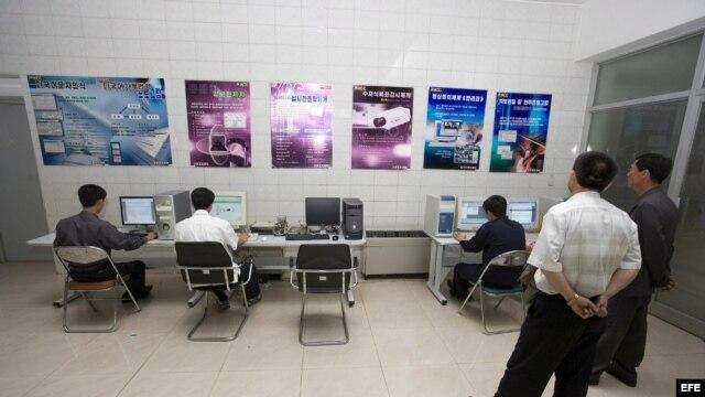 Archivo - Centro de Computo Coreano en Pyongyan (Corea del Norte), en donde se desarrollan programas para aplicaciones comerciales e institucionales.