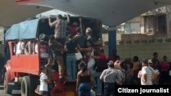 El transporte privado, a menudo sin cumplir requisitos de seguridad, son la tabla de salvación para muchos cubanos.