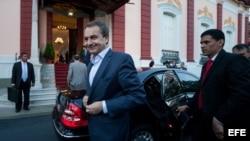 El expresidente del Gobierno español José Luis Rodriguez Zapatero llega a un encuentro con el presidente de Venezuela, Nicolás Maduro, en el Palacio de Miraflores.