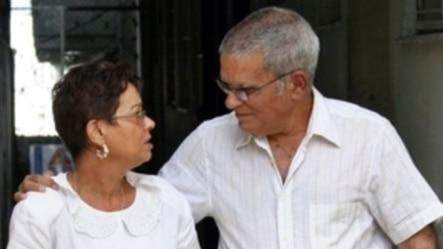 Miriam Leiva y su esposo, Oscar Espinosa Chepe, luego de que este recibiera a fines del 2004 una licencia extrapenal por su enfermedad.