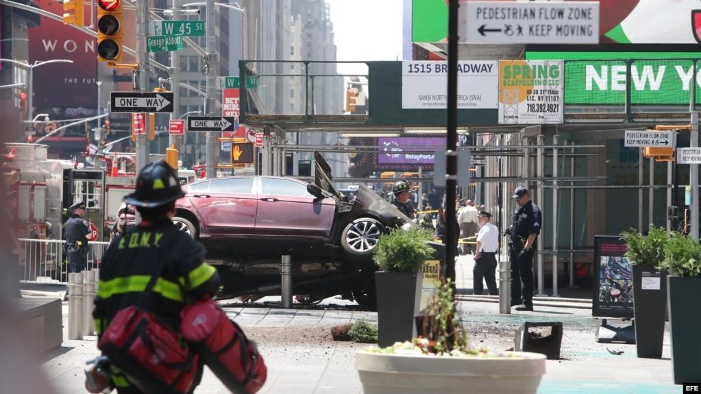 Vista del vehículo que ha atropellado a diez personas en Times Square, Nueva York.