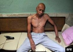 Guillermo Fariñas durante su sexto día de huelga de hambre y sed el 2 de marzo de 2010. Al día siguiente sufrió su primer desmayo.