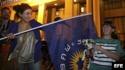 Partidarios del partido político Sueño Georgiano celebran su victoria en las elecciones parlamentarias celebradas en Tiflis, Georgia.