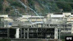 La cárcel El Rodeo II, cerca a Caracas (Venezuela) durante un motín en el 2011.