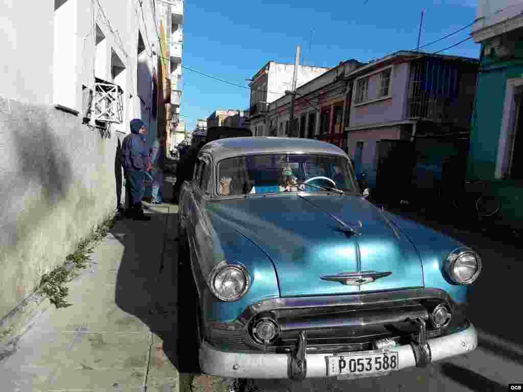 Almendrón de taxi en La Habana.