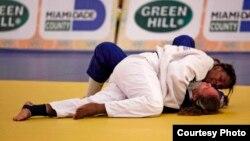 La judoca cubana Gusmary García en el combate que le dio la corona del orbe de cadetes en más de 70 kilos en Miami 2013.