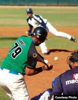 """Los números de """"Pito"""" Abreu eran demasiado buenos para el béisbol de la Isla..."""