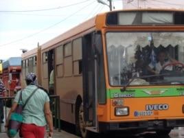 Reporta Cuba Foto Bárbara Fernández transporte público en San Antonio de los Baños