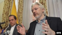 Conferenia de prensa de Julian Assange en la embajada de Ecuador en Londres.