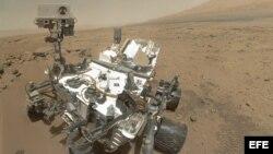 Imagen cedida por la agencia espacial estadounidense de la NASA del explorador Curiosity en Marte, el 31 de octubre del 2012.