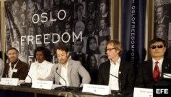 El dibujante sirio Ali Ferza, la disidente cubana Berta Soler, el activista noruego y productor de cine Thor Halvorssen, el secretario general de Amnistía Internacional en Noruega y el activista de Derechos Humanos Chen Guangchen. Archivo.