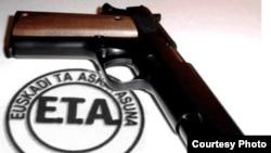 El grupo separatista vasco, ETA, anunció que disolvió todas sus estructuras