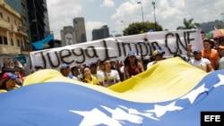 Marcha el 21 de marzo de 2013, en el centro de Caracas (Venezuela). Cuatro estudiantes opositores resultaron heridos tras ser agredidos
