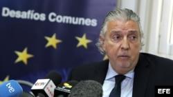 El embajador de la Unión Europea en Cuba, Herman Portocarrero, habla durante una rueda de prensa (Archivo)