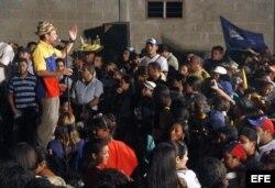 El candidato a la presidencia de Venezuela, Henrique Capriles durante el inicio de su campaña electoral en la localidad de La Guajira, estado Zulia (Venezuela).