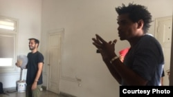 Joven artista convoca a Bienal 00 para sustituir postergada XIII Bienal de La Habana