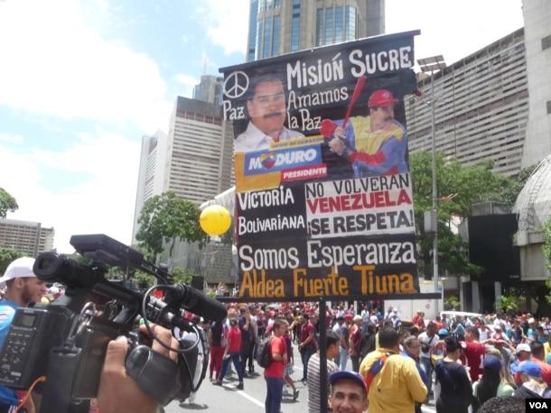 """Los oficialistas respaldan a Maduro durante la """"Toma de Caracas"""". (Fotos: Alvaro Algarra)"""