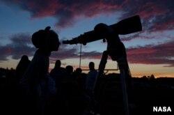 Millones de estadounidenses verán el eclipse total de Sol.