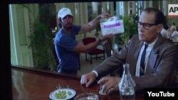 """Para la película """"Papa"""" sobre Hemingway en Cuba el bar del hotel Ambos Mundos fue reproducido en un local de la Universidad de La Habana."""