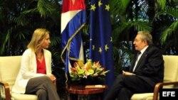 Reunión de Raúl Castro y la jefa de la diplomacia de la Unión Europea, Federica Mogherini.