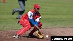 El campo corto cubano Erisbel Arruebarruena llegó un acuerdo para firmar con los Dodgers.