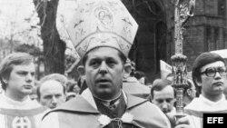 Foto de Archivo del Primado de Polonia, Cardenal Glemp en 1981