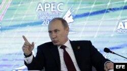 El presidente ruso, Vladimir Putin, interviene en una reunión de la cumbre del Foro de Cooperación Económica de Asia-Pacífico (APEC) en la isla indonesia de Bali.