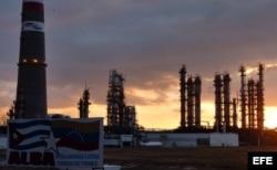 Refinería de petróleo de Cienfuegos, inaugurada en 2007.