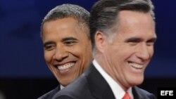 El candidato republicano a la presidencia de EEUU, Mitt Romney (d), y el presidente y aspirante a la reelección, Barack Obama.
