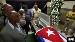 Decenas de personas asisten al velorio del exboxeador cubano Teófilo Stevenson.