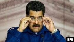 Maduro acusa a sus rivales de ser apoyados por especuladores y financistas en Estados Unidos que están conspirando para derrocar a su gobierno.