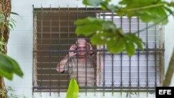 """Martinelli grita """"viva Panamá"""" desde la cárcel El Renacer."""