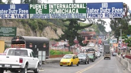Puente Internacional de Rumichaca en la frontera entre Colombia y Ecuador