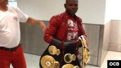 Ringondeaux llega al Aeropuerto Internacional de Miami