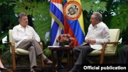 Financial Times aseguró que el viaje de Santos a Cuba, implicaba una misión especial para convencer a La Habana de apoyar una iniciativa diplomática regional para la crisis en Venezuela. Foto Oficial Presidencia de Colombia.