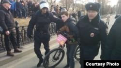 Adolescente detenido en Rusia.
