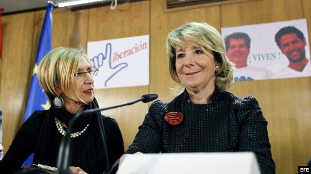 La líder de UPyD, Rosa Díez (i), y la expresidenta de la Comunidad de Madrid y actual presidenta del PP madrileño, Esperanza Aguirre, durante el homenaje a los opositores cubanos fallecidos en julio, Oswaldo Payá y Harold Cepero, organizado por el Movimie