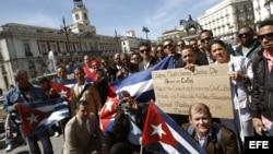 Cubanos protestan en la Puerta del Sol