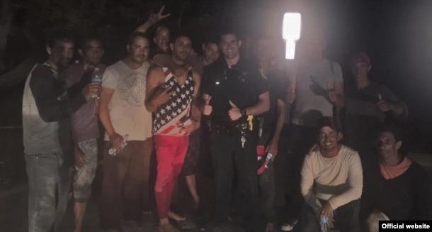 Grupo de balseros cubanos que arribaron a Tavernier, Cayos de la Florida
