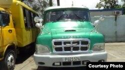 Camioneta Linconl de 16 pasajeros. Foto Cortesía de Yoandris Montoya.