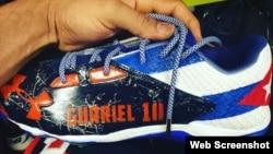 Los zapatos de Yulieski Gurriel.