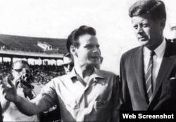 Manuel Artime y el Presidente John Kennedy.