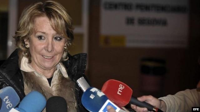 Esperanza Aguirre, a su salida de la cárcel de Segovia, tras sostener un encuentro con Ángel Carromero