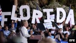 Hillary Clinton durante un acto de su campaña en el Samuel Delevoe Memorial Park de Fort Lauderdale, Florida.