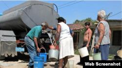 Unas 70.000 personas reciben en Cuba el agua por pipas.