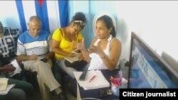 Yusmila Reina imparte un curso a activistas de UNPACU. Foto Reporta Cuba.