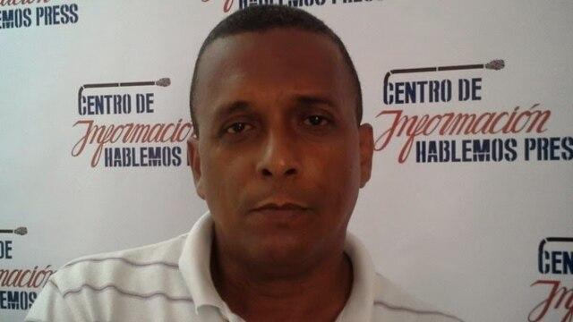 Detenidos por repartir la constitución cubana del 40