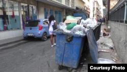 Los tanques desbordan de basura en céntricas zonas de La Habana.