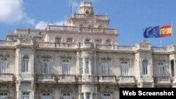 España tiene un consulado en La Habana y tres viceconsulados situados en las provincias de Santa Clara, Camagüey y Santiago de Cuba.