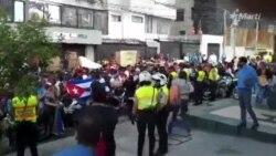 "VIDEO: ""Raúl Castro asesino"", gritan cubanos en Quito"